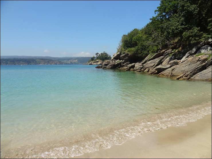 ... de la cala-playina de Punta Arnela, al final por el Este de la playa